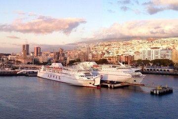 Dos buques de Naviera Armas atracados en el puerto de Santa Cruz de Tenerife
