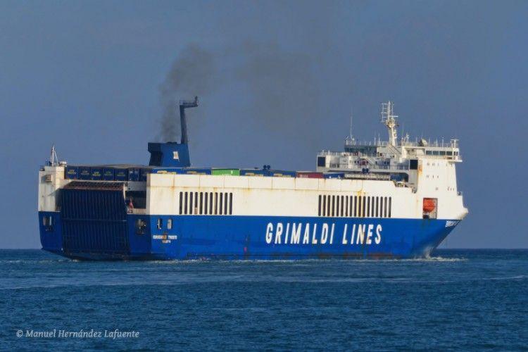 """El buque """"Eurocargo Trieste"""", en aguas de Valencia"""