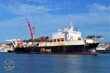 """El buque """"Solitaire"""", atracado en el puerto de Vigo"""
