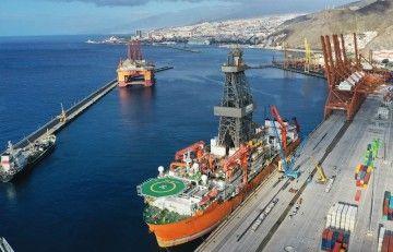 """El buque """"West Júpiter"""", atracado en la terminal de TCTenerife"""