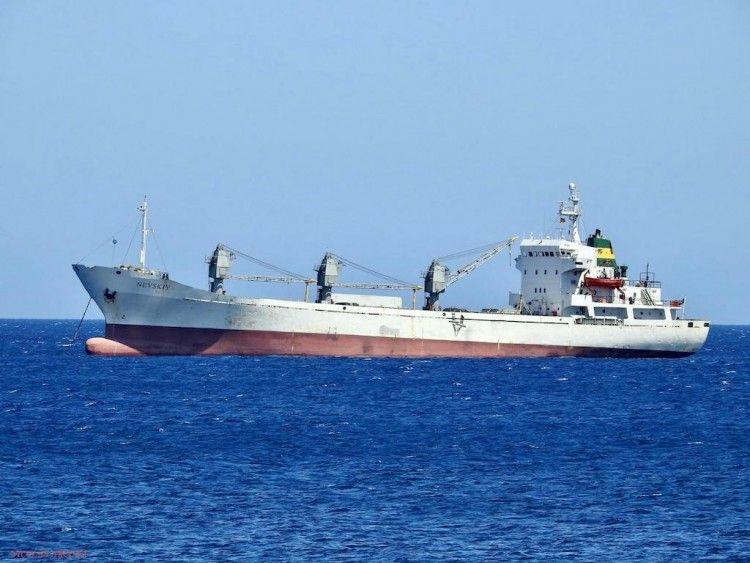 """El buque """"Nevskiy"""", fondeado en el puerto de Las Palmas de Gran Canaria"""