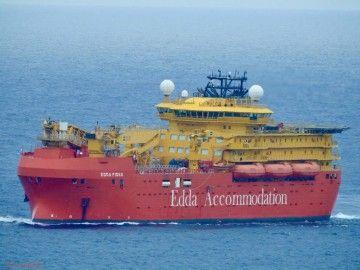 """El buque flotel """"Edda Fides"""", en su aproximación al puerto de Las Palmas de Gran Canaria"""