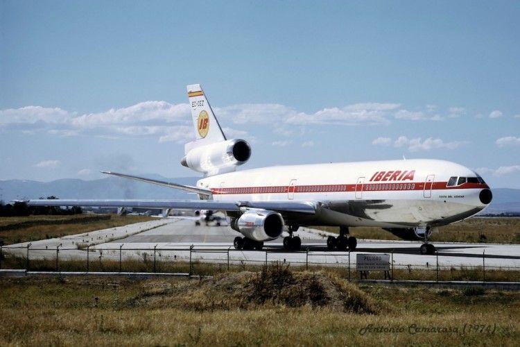 Elegante librea del avión Douglas DC-10 de Iberia EC-CEZ