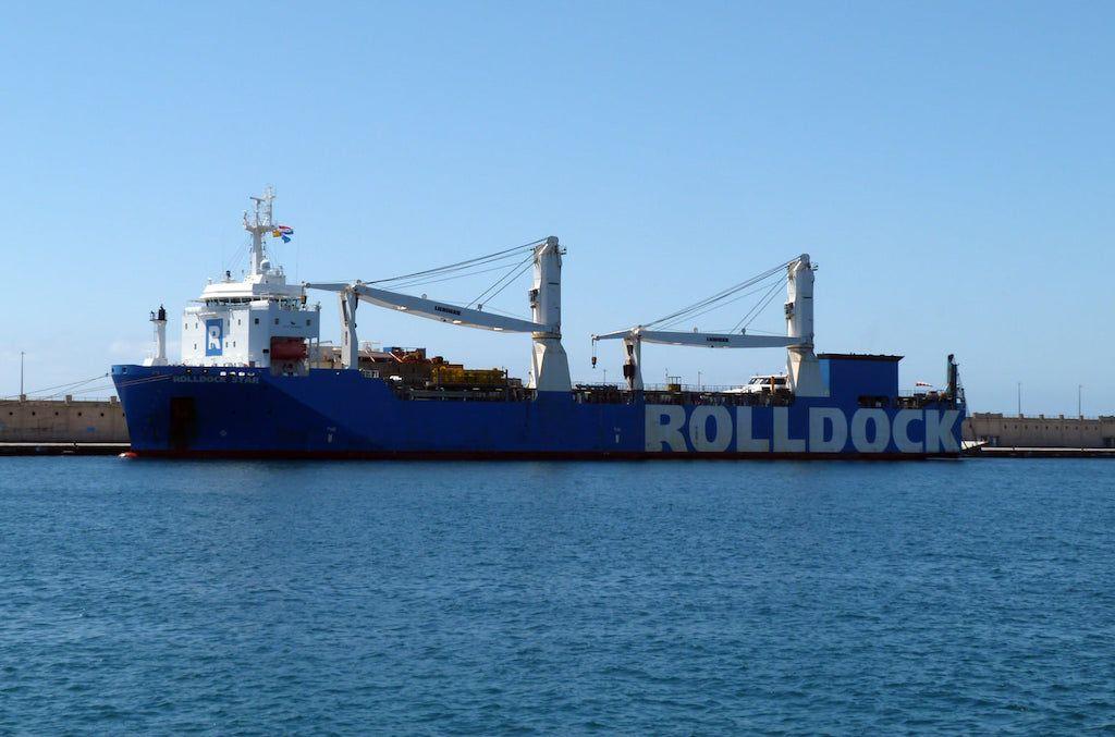 """El buque dique """"RollDock Star"""", atracado en el muelle sur"""