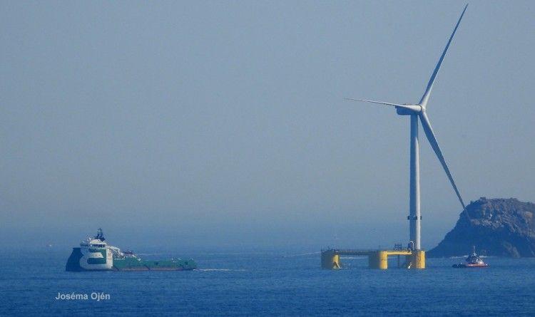 "El remolque del tercer ""windfloat"", a su salida de Ferrol"