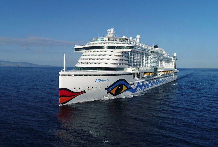"""El megacrucero """"AIDAperla"""" navega rumbo a Tenerife"""