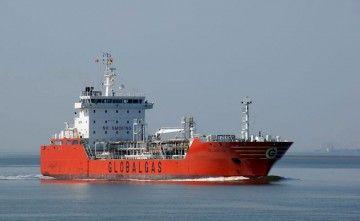 """El buque gasero """"Celanova"""", en la aproximación al puerto de Terneuzen"""