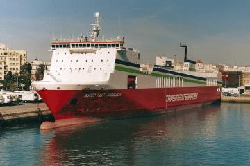 """El buque """"Superfast Andalucía"""", atracado en el puerto de Cádiz"""