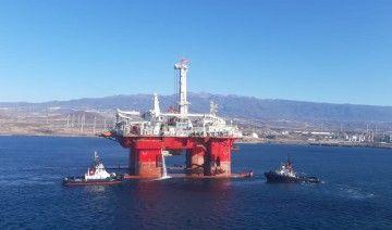 """Maniobra de la plataforma """"Q7000"""" en el puerto de Granadilla"""