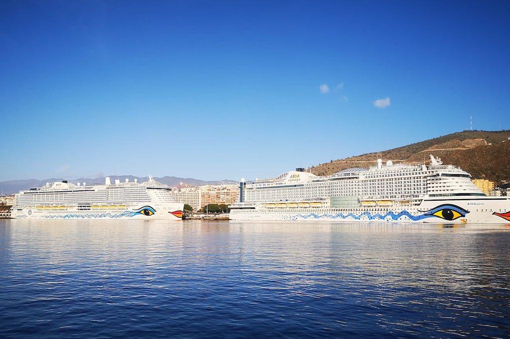 Los dos megacruceros de Aida Cruises, atracados en el muelle de ribera