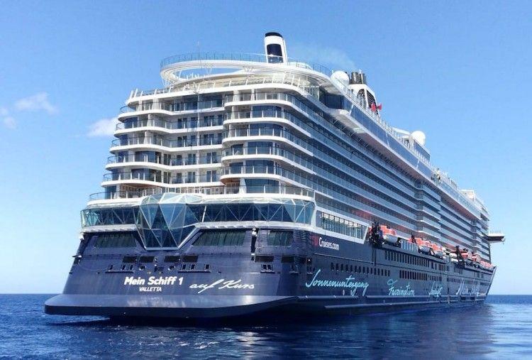 """El buque """"Mein Schiff 1"""", en las proximidades de Santa Cruz de Tenerife"""