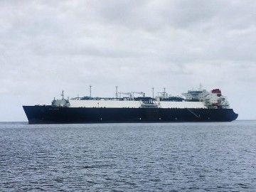 "El buque metanero ""Malanje"", fondeado en el antepuerto tinerfeño"