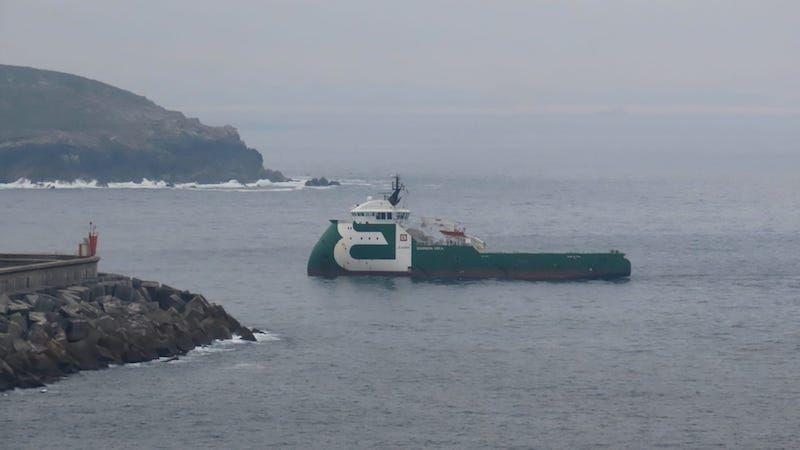 """El remolcador """"Bourbon Orca"""", a su llegada al puerto exterior de Ferrol"""
