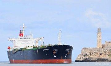 """El petrolero """"E Pioneer"""", entrando en el puerto de La Habana"""