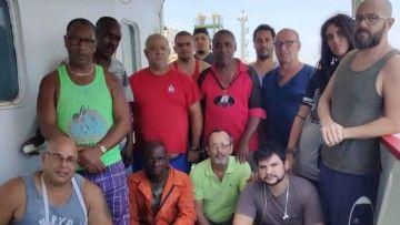 """La tripulación del gasero """"Celanova"""" abandonada en Filipinas"""