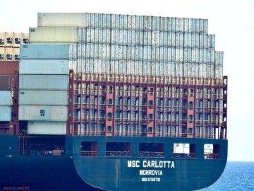 """Estiba de contenedores en la sección de popa del buque """"MSC Carlotta"""""""