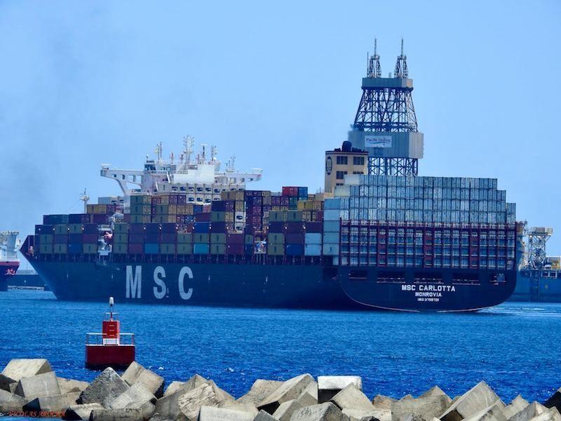 Dirigiéndose a la terminal que MSC tiene en el puerto de Las Palmas