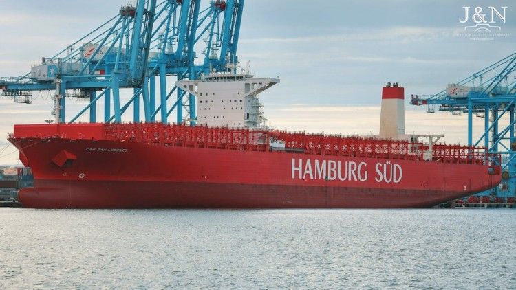 """El buque """"Cap San Lorenzo"""", amarrado y en cuarentena en el puerto de Algeciras"""