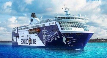 """El ferry """"Finlandia"""", visto por la amura de estribor"""