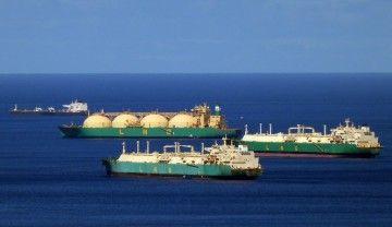 Los tres metaneros de LNG Nigeria, fondeados en el antepuerto tinerfeño