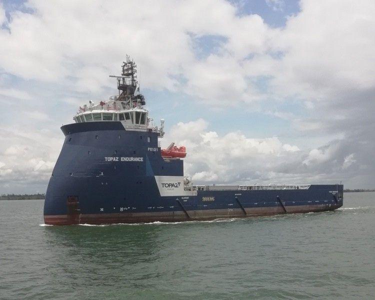 """El remolcador bow x """"Topaz Endurace"""" navega rumbo a Ferrol"""