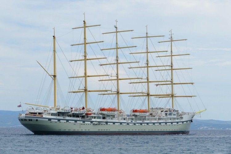 Estampa marinera del mayor velero del mundo