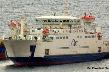 """El ferry egipcio """"Amman"""", atracado en el puerto de Drapetsona"""