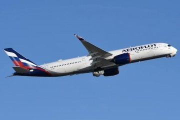 El primer A350 de Aeroflot, poco después de despegar del aeropuerto de El Prat