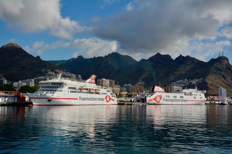 """Los buques """"Villa de Teror"""" y """"Ciudad de Palma"""" coinciden en Santa Cruz de Tenerife"""
