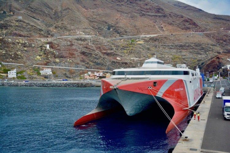 """El catamarán """"Volcán de Tirajana"""", de nuevo en servicio"""