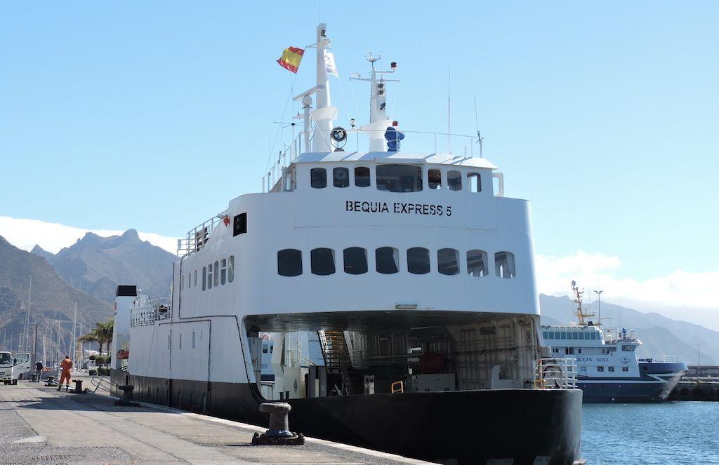 """Ex """"Fanaraaken"""", es el típico ferry para el cruce de fiordos en Noruega"""