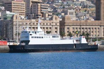 """El ferry """"Bequia Express 5"""", atracado en la Dársena de Los Llanos del puerto tinerfeño"""