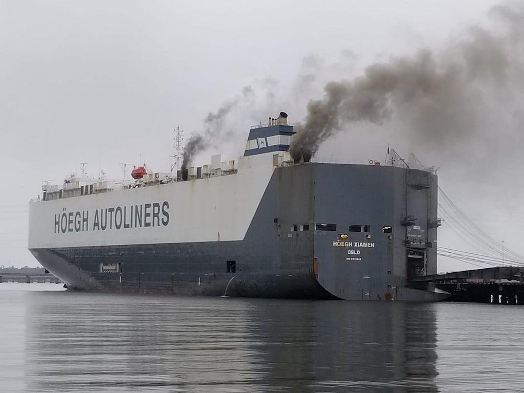 Un incendio afecta a uno de los barcos cocheros de Höegh