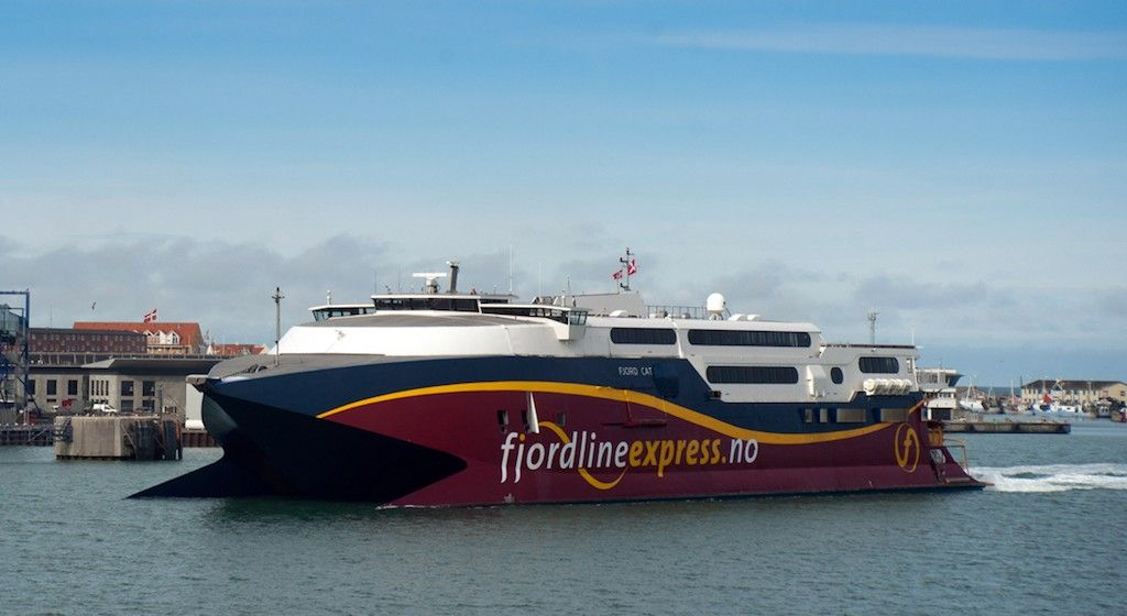 """El catamarán """"Fjord Cat"""" será el encargado de la nueva linea de FRS"""