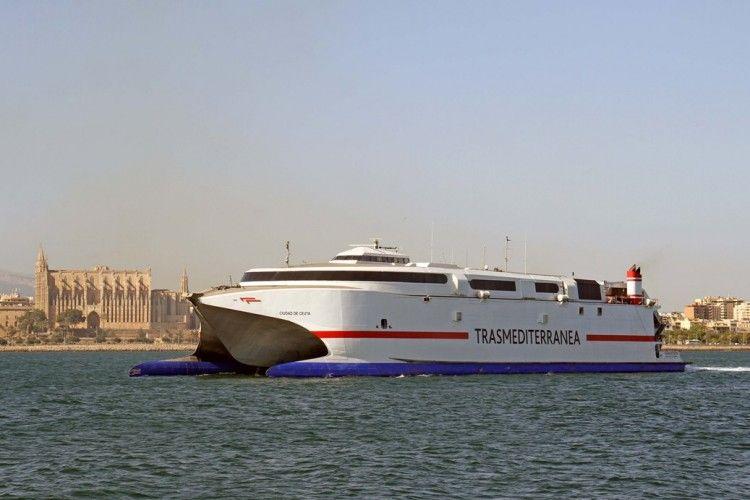 """El catamarán """"Ciudad de Ceuta"""" será el encargado de hacer los dos viajes especiales"""