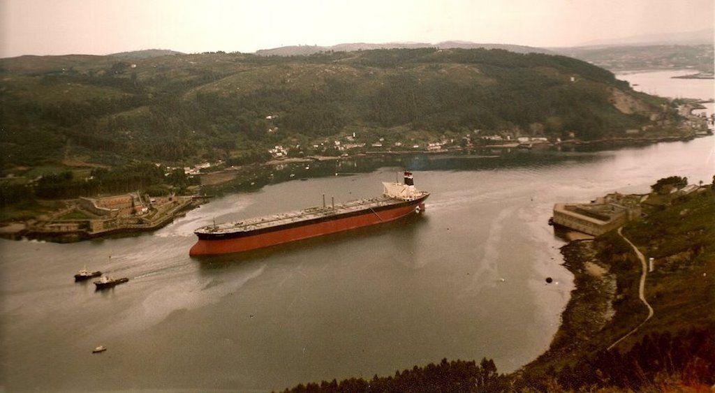 """El petrolero """"Mundaca"""", en su salida a pruebas de mar"""