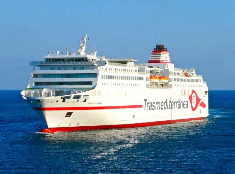 """El ferry """"Ciudad de Granada"""", ex """"Sorolla"""", a su llegada ayer tarde a Barcelona"""