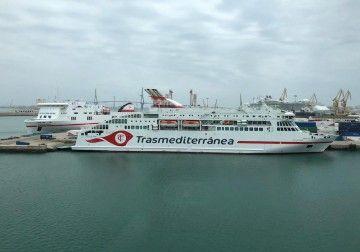 """Los buques """"Villa de Teror"""" y """"Ciudad de Palma"""", esta mañana en el puerto de Cádiz"""
