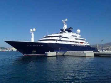 """El megayate """"Octopus"""", de nuevo en el puerto de Málaga"""