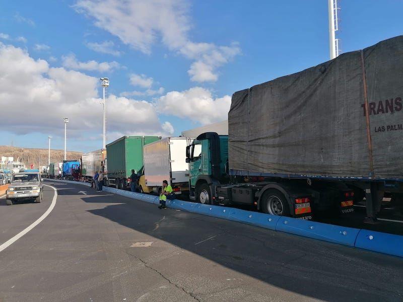 Camiones que aseguran el abastecimiento de mercancías