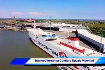 """El ferry """"Ciudad de Valencia"""", en su fase de armamento final"""