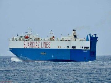 """El buque car carrier """"Mosel Ace"""", a su salida del puerto de Las Palmas de Gran Canaria"""