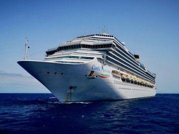 """El buque """"Costa Fascinosa"""", fondeado al resguardo de Anaga"""