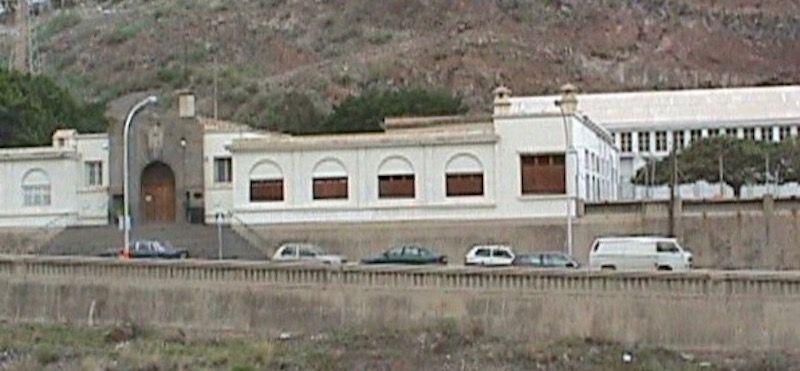 Fachada del colegio Miguel Pintor, antigua estación naval