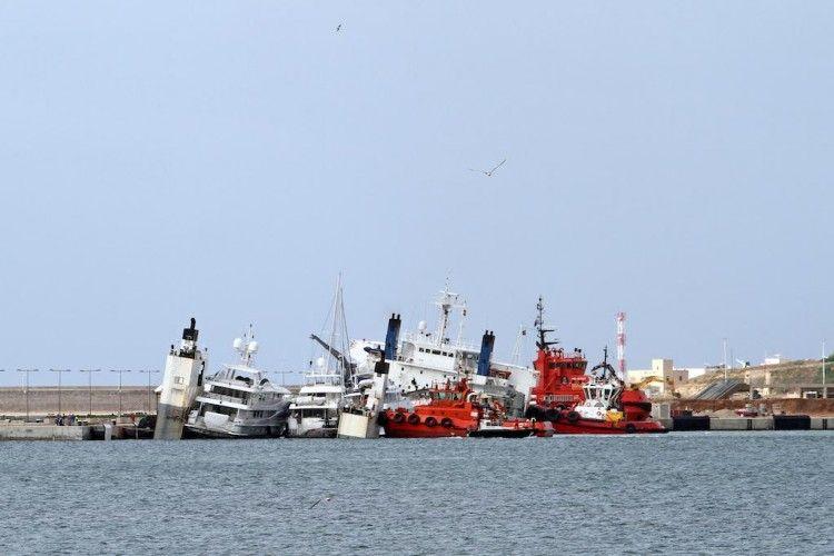 "Panorámica de la maniobra de auxilio al  buque ""Super Servant 4"""