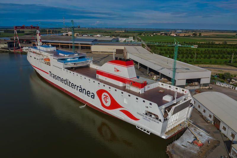 El nuevo buque supone un notable avance en la línea Cádiz-Canarias