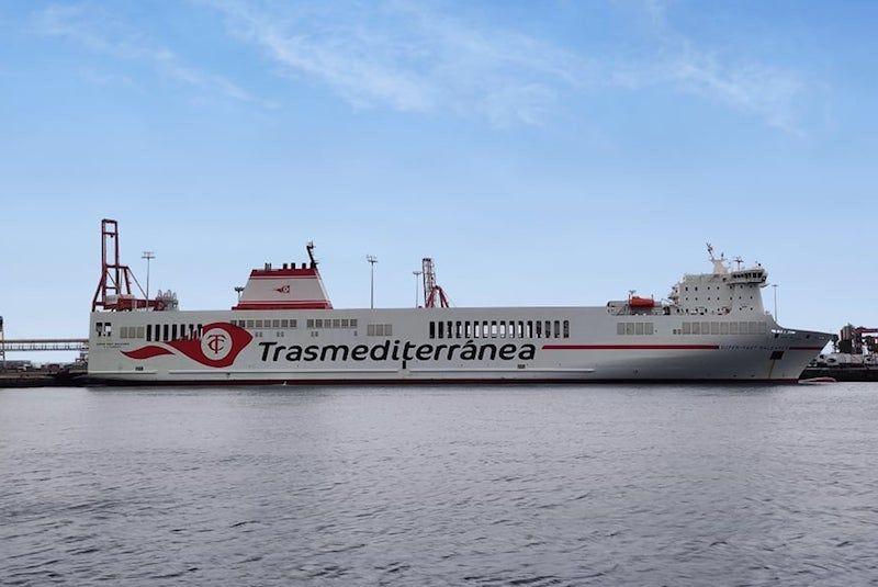 """El buque rolón """"Super-Fast Baleares"""", esta mañana, en el puerto de Las Palmas de Gran Canaria"""