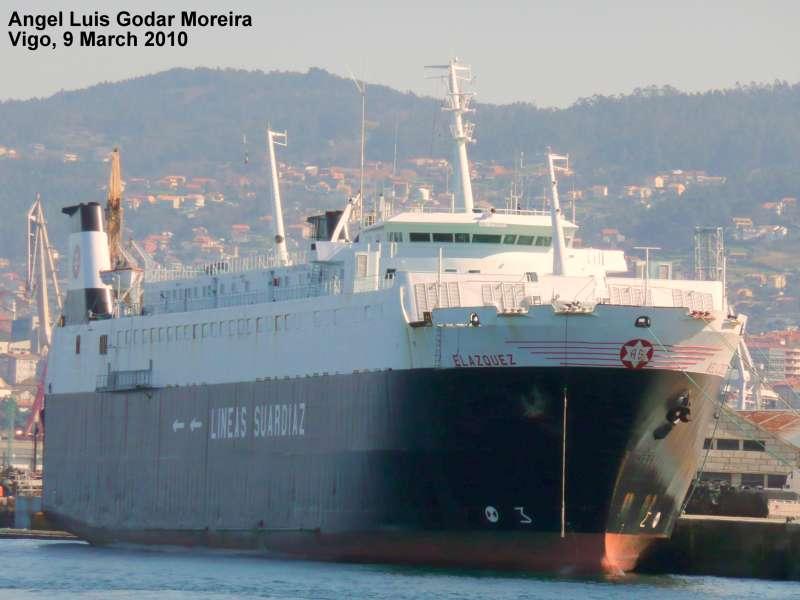"""El buque """"Velázquez"""", atracado en el puerto de Vigo, poco antes de su entrega a su nuevo propietario"""