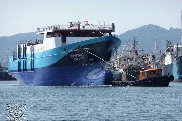 """El buque atunero """"Monteraiola"""", tras su botadura"""