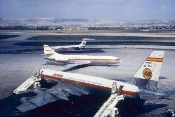 CV 990A Coronado de Spantax al servicio de Iberia, más un Caravelle cruzando y un DC-9 aparcado
